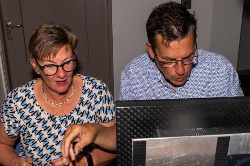 Piet en Marja helpen mij gelukkig met de uitslag. Erg blij mee.